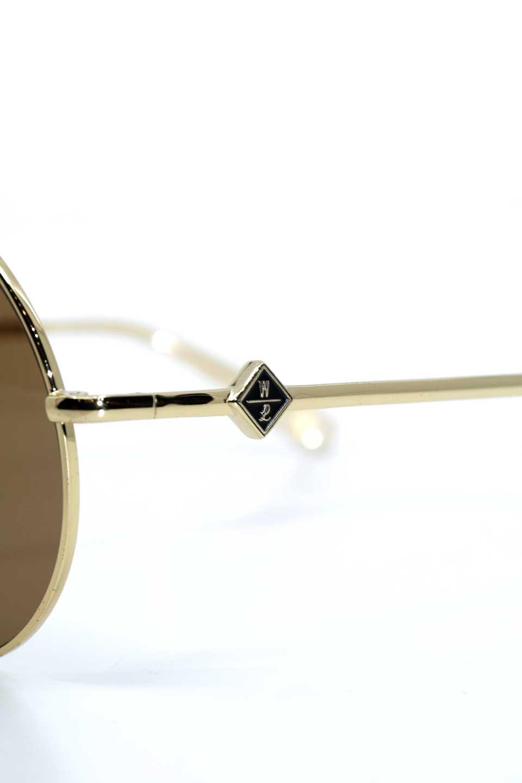 WONDERLANDのBLYTHE(03-Gold/BronzeLens)ブライス・メタルフレーム・サングラス/WONDERLANDのメガネ・サングラスや。INDIOより大きめのラウンドグラスを採用した女性向けモデル「BLYTHE/ブライス」WONDERLANDの中でもSUNCITYの次に大きいグラスを採用し、同じラウンド型サングラスのINDIOやSTATELINEとは異なる特徴的なデザインです。ブリッジ部分はSTATELINEやINDIOと同様「ツーブリッジ」を採用。/main-8