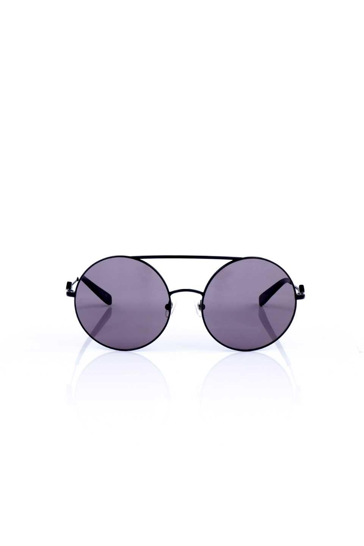 WONDERLANDのBLYTHE(01-Black/GreyLens)ブライス・メタルフレーム・サングラス/WONDERLANDのメガネ・サングラスや。INDIOより大きめのラウンドグラスを採用した女性向けモデル「BLYTHE/ブライス」WONDERLANDの中でもSUNCITYの次に大きいグラスを採用し、同じラウンド型サングラスのINDIOやSTATELINEとは異なる特徴的なデザインです。ブリッジ部分はSTATELINEやINDIOと同様「ツーブリッジ」を採用。