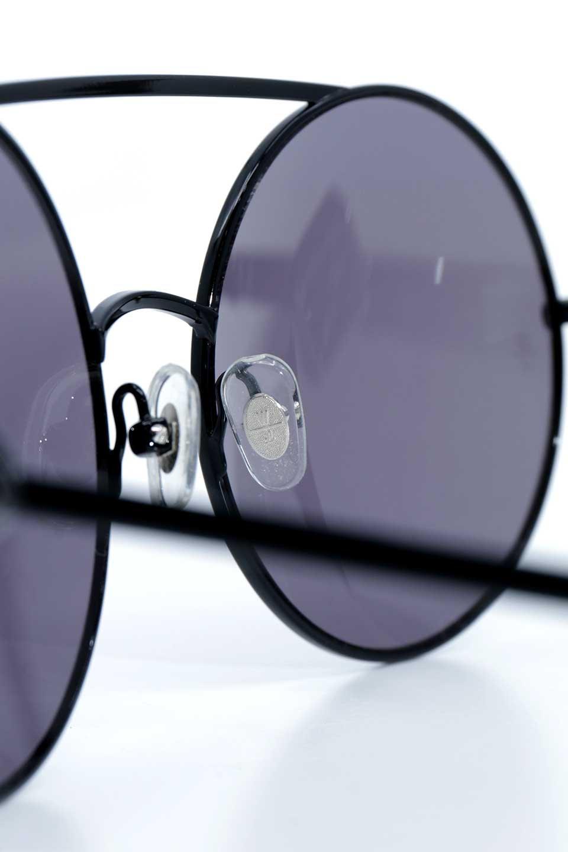 WONDERLANDのBLYTHE(01-Black/GreyLens)ブライス・メタルフレーム・サングラス/WONDERLANDのメガネ・サングラスや。INDIOより大きめのラウンドグラスを採用した女性向けモデル「BLYTHE/ブライス」WONDERLANDの中でもSUNCITYの次に大きいグラスを採用し、同じラウンド型サングラスのINDIOやSTATELINEとは異なる特徴的なデザインです。ブリッジ部分はSTATELINEやINDIOと同様「ツーブリッジ」を採用。/main-13
