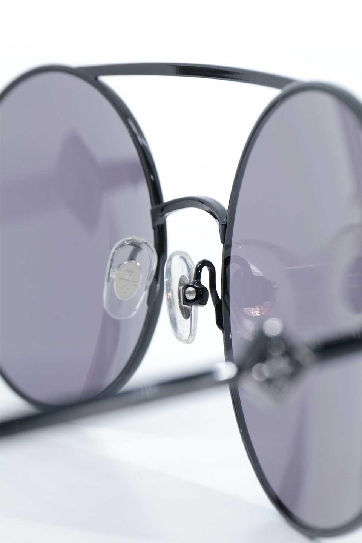 WONDERLANDのBLYTHE(01-Black/GreyLens)ブライス・メタルフレーム・サングラス/WONDERLANDのメガネ・サングラスや。INDIOより大きめのラウンドグラスを採用した女性向けモデル「BLYTHE/ブライス」WONDERLANDの中でもSUNCITYの次に大きいグラスを採用し、同じラウンド型サングラスのINDIOやSTATELINEとは異なる特徴的なデザインです。ブリッジ部分はSTATELINEやINDIOと同様「ツーブリッジ」を採用。/main-14