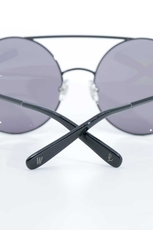 WONDERLANDのBLYTHE(01-Black/GreyLens)ブライス・メタルフレーム・サングラス/WONDERLANDのメガネ・サングラスや。INDIOより大きめのラウンドグラスを採用した女性向けモデル「BLYTHE/ブライス」WONDERLANDの中でもSUNCITYの次に大きいグラスを採用し、同じラウンド型サングラスのINDIOやSTATELINEとは異なる特徴的なデザインです。ブリッジ部分はSTATELINEやINDIOと同様「ツーブリッジ」を採用。/main-16