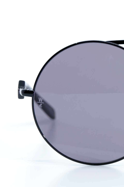 WONDERLANDのBLYTHE(01-Black/GreyLens)ブライス・メタルフレーム・サングラス/WONDERLANDのメガネ・サングラスや。INDIOより大きめのラウンドグラスを採用した女性向けモデル「BLYTHE/ブライス」WONDERLANDの中でもSUNCITYの次に大きいグラスを採用し、同じラウンド型サングラスのINDIOやSTATELINEとは異なる特徴的なデザインです。ブリッジ部分はSTATELINEやINDIOと同様「ツーブリッジ」を採用。/main-9