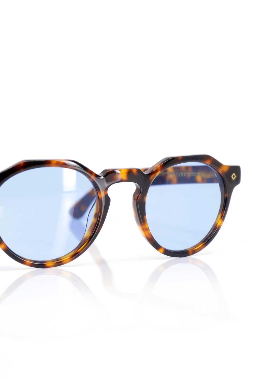 WONDERLANDのFONTANA(02-Tortoise/L.BlueLens)フォンタナ・セルフレーム・サングラス/WONDERLANDのメガネ・サングラスや。WONDERLANDから待望のクラウンパントフレームとなるFONTANA。レトロな雰囲気を醸し出すフレームに、ライトカラーレンズの組み合わせが現代らしさを演出する1本。/main-10