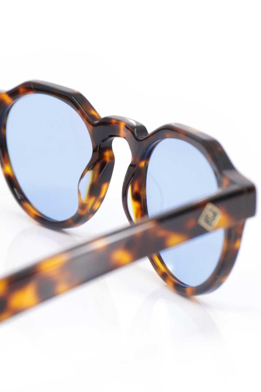 WONDERLANDのFONTANA(02-Tortoise/L.BlueLens)フォンタナ・セルフレーム・サングラス/WONDERLANDのメガネ・サングラスや。WONDERLANDから待望のクラウンパントフレームとなるFONTANA。レトロな雰囲気を醸し出すフレームに、ライトカラーレンズの組み合わせが現代らしさを演出する1本。/main-13
