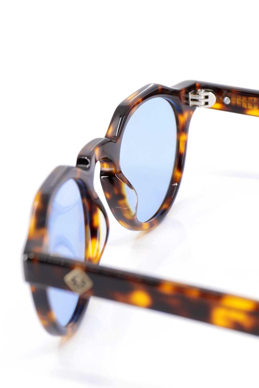 WONDERLANDのFONTANA(02-Tortoise/L.BlueLens)フォンタナ・セルフレーム・サングラス/WONDERLANDのメガネ・サングラスや。WONDERLANDから待望のクラウンパントフレームとなるFONTANA。レトロな雰囲気を醸し出すフレームに、ライトカラーレンズの組み合わせが現代らしさを演出する1本。/main-15