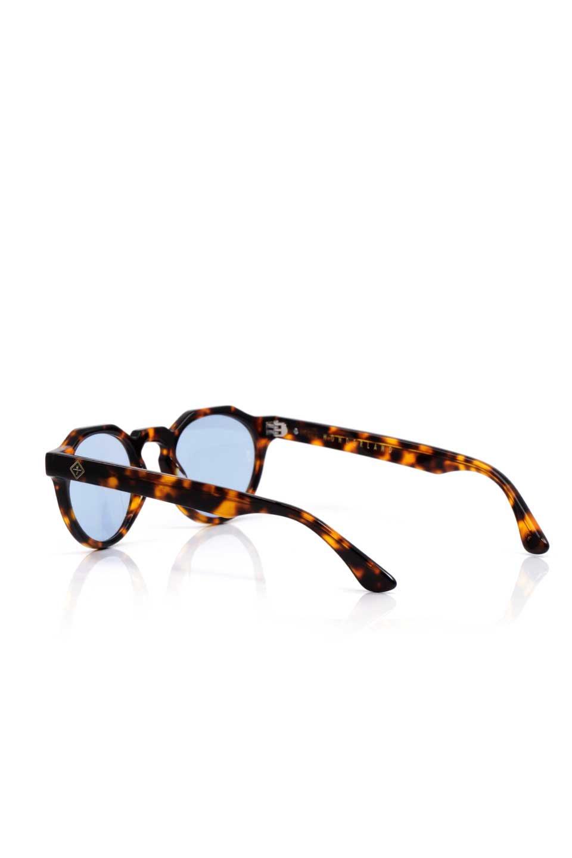 WONDERLANDのFONTANA(02-Tortoise/L.BlueLens)フォンタナ・セルフレーム・サングラス/WONDERLANDのメガネ・サングラスや。WONDERLANDから待望のクラウンパントフレームとなるFONTANA。レトロな雰囲気を醸し出すフレームに、ライトカラーレンズの組み合わせが現代らしさを演出する1本。/main-3