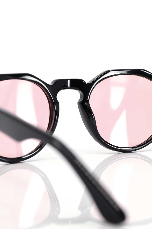 WONDERLANDのFONTANA(01-Black/L.RoseLens)フォンタナ・セルフレーム・サングラス/WONDERLANDのメガネ・サングラスや。WONDERLANDから待望のクラウンパントフレームとなるFONTANA。レトロな雰囲気を醸し出すフレームに、ライトカラーレンズの組み合わせが現代らしさを演出する1本。/main-15