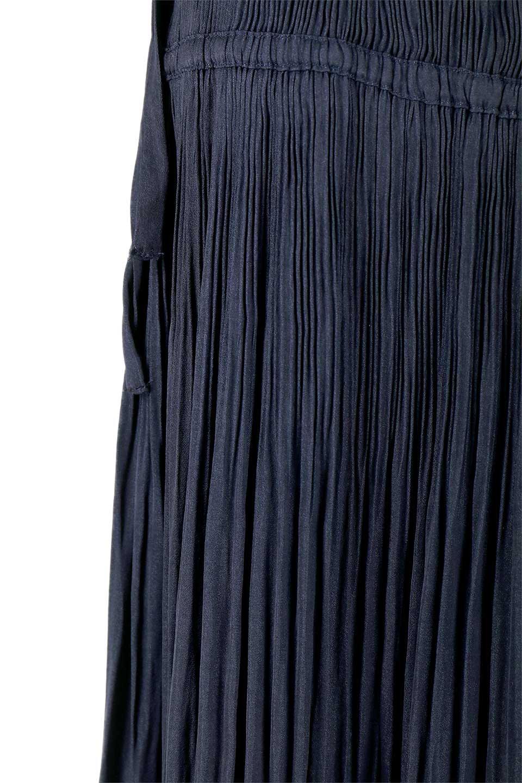 L.A.直輸入のPleatedMidiSkirtプリーツ入りミディスカート大人カジュアルに最適な海外ファッションのothers(その他インポートアイテム)のボトムやスカート。スッキリとした腰回りで大人のカジュアルコーディネートが楽しめるプリーツスカート。カラーは濃い目のネイビー。/main-14