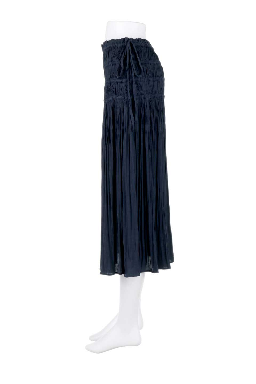 L.A.直輸入のPleatedMidiSkirtプリーツ入りミディスカート大人カジュアルに最適な海外ファッションのothers(その他インポートアイテム)のボトムやスカート。スッキリとした腰回りで大人のカジュアルコーディネートが楽しめるプリーツスカート。カラーは濃い目のネイビー。/main-2