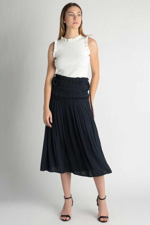 L.A.直輸入のPleatedMidiSkirtプリーツ入りミディスカート大人カジュアルに最適な海外ファッションのothers(その他インポートアイテム)のボトムやスカート。スッキリとした腰回りで大人のカジュアルコーディネートが楽しめるプリーツスカート。カラーは濃い目のネイビー。/main-5