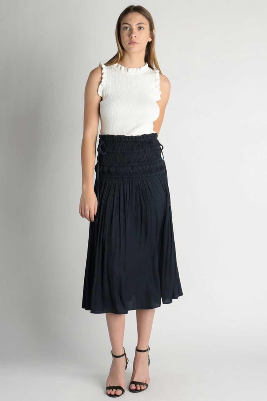 L.A.直輸入のPleatedMidiSkirtプリーツ入りミディスカート大人カジュアルに最適な海外ファッションのothers(その他インポートアイテム)のボトムやスカート。スッキリとした腰回りで大人のカジュアルコーディネートが楽しめるプリーツスカート。カラーは濃い目のネイビー。/main-6