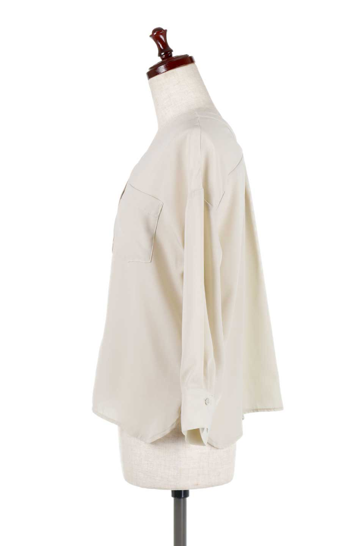 FrontPocketV-NeckBlouseポケット付きブラウス大人カジュアルに最適な海外ファッションのothers(その他インポートアイテム)のトップスやシャツ・ブラウス。シンプルで合わせやすいVネックのブラウス。光沢を抑えた肌触りの良いサテン生地を使用。/main-12