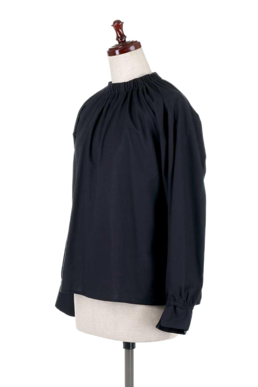 GatheredHighNeckBlouseギャザーハイネック・コットンブラウス大人カジュアルに最適な海外ファッションのothers(その他インポートアイテム)のトップスやシャツ・ブラウス。ギャザーを配した低めのハイネックの長袖ブラウス。コットン100%でリネンのようなシャキッとしたハリのある素材感でナチュラルな雰囲気です。/main-11