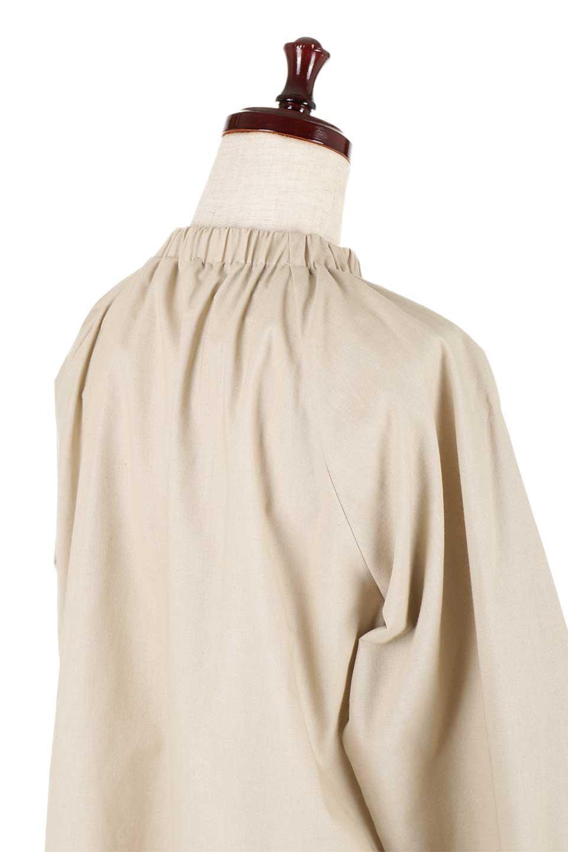 GatheredHighNeckBlouseギャザーハイネック・コットンブラウス大人カジュアルに最適な海外ファッションのothers(その他インポートアイテム)のトップスやシャツ・ブラウス。ギャザーを配した低めのハイネックの長袖ブラウス。コットン100%でリネンのようなシャキッとしたハリのある素材感でナチュラルな雰囲気です。/main-17