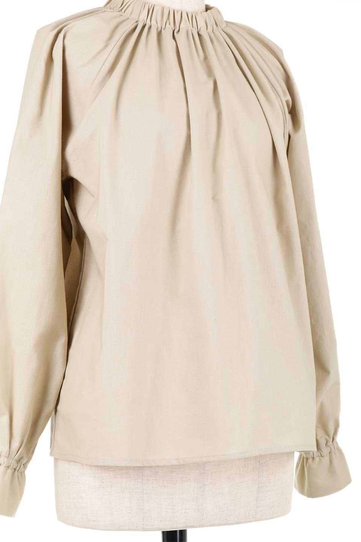 GatheredHighNeckBlouseギャザーハイネック・コットンブラウス大人カジュアルに最適な海外ファッションのothers(その他インポートアイテム)のトップスやシャツ・ブラウス。ギャザーを配した低めのハイネックの長袖ブラウス。コットン100%でリネンのようなシャキッとしたハリのある素材感でナチュラルな雰囲気です。/main-18