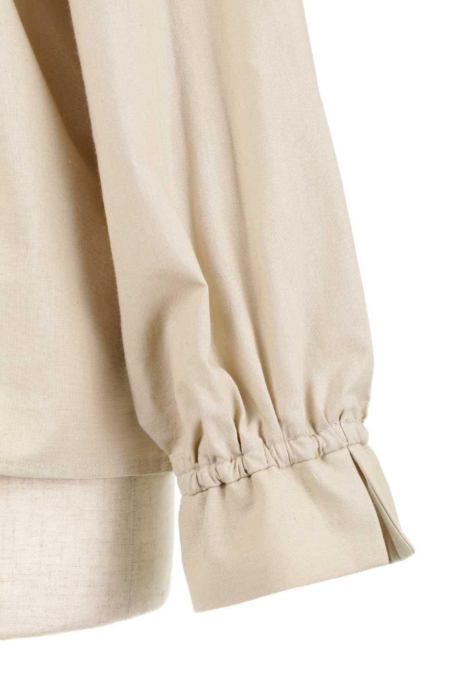 GatheredHighNeckBlouseギャザーハイネック・コットンブラウス大人カジュアルに最適な海外ファッションのothers(その他インポートアイテム)のトップスやシャツ・ブラウス。ギャザーを配した低めのハイネックの長袖ブラウス。コットン100%でリネンのようなシャキッとしたハリのある素材感でナチュラルな雰囲気です。/main-19