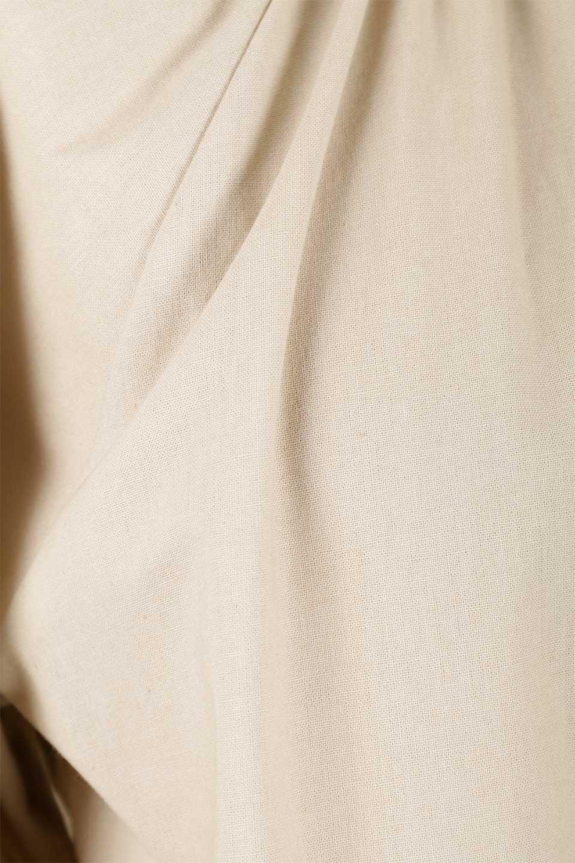 GatheredHighNeckBlouseギャザーハイネック・コットンブラウス大人カジュアルに最適な海外ファッションのothers(その他インポートアイテム)のトップスやシャツ・ブラウス。ギャザーを配した低めのハイネックの長袖ブラウス。コットン100%でリネンのようなシャキッとしたハリのある素材感でナチュラルな雰囲気です。/main-21