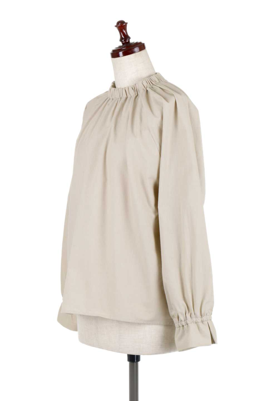 GatheredHighNeckBlouseギャザーハイネック・コットンブラウス大人カジュアルに最適な海外ファッションのothers(その他インポートアイテム)のトップスやシャツ・ブラウス。ギャザーを配した低めのハイネックの長袖ブラウス。コットン100%でリネンのようなシャキッとしたハリのある素材感でナチュラルな雰囲気です。/main-6