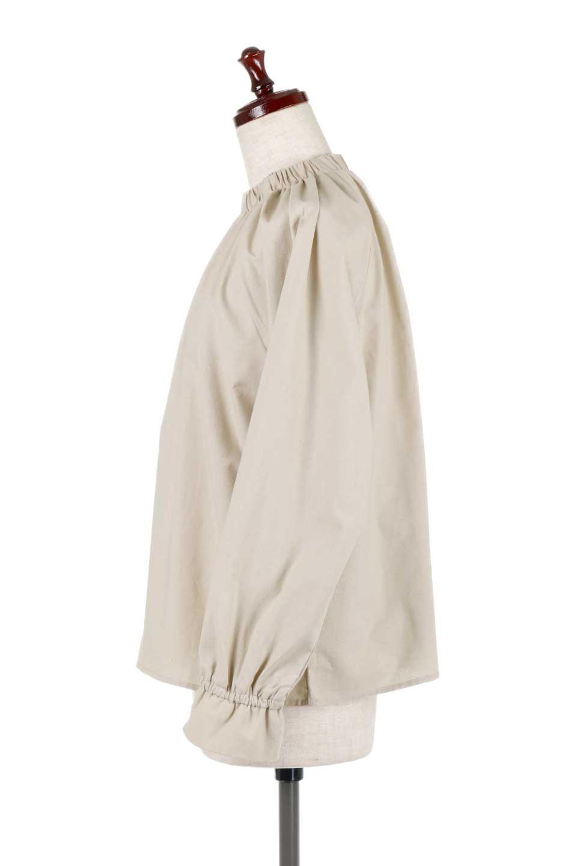 GatheredHighNeckBlouseギャザーハイネック・コットンブラウス大人カジュアルに最適な海外ファッションのothers(その他インポートアイテム)のトップスやシャツ・ブラウス。ギャザーを配した低めのハイネックの長袖ブラウス。コットン100%でリネンのようなシャキッとしたハリのある素材感でナチュラルな雰囲気です。/main-7