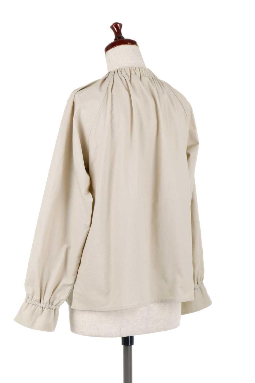 GatheredHighNeckBlouseギャザーハイネック・コットンブラウス大人カジュアルに最適な海外ファッションのothers(その他インポートアイテム)のトップスやシャツ・ブラウス。ギャザーを配した低めのハイネックの長袖ブラウス。コットン100%でリネンのようなシャキッとしたハリのある素材感でナチュラルな雰囲気です。/main-8