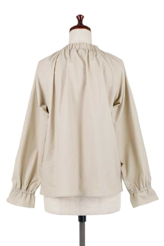 GatheredHighNeckBlouseギャザーハイネック・コットンブラウス大人カジュアルに最適な海外ファッションのothers(その他インポートアイテム)のトップスやシャツ・ブラウス。ギャザーを配した低めのハイネックの長袖ブラウス。コットン100%でリネンのようなシャキッとしたハリのある素材感でナチュラルな雰囲気です。/main-9