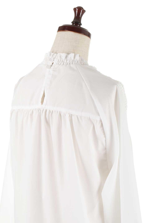 MacrameLaceBlouseマクラメレース切り替えブラウス大人カジュアルに最適な海外ファッションのothers(その他インポートアイテム)のトップスやシャツ・ブラウス。幾何学模様のマクラメレースが可愛い春ブラウス。キャンディースリーブのブラウスにギャザーのハイネックと胸元のレースを配して可愛らしく仕上げています。/main-10