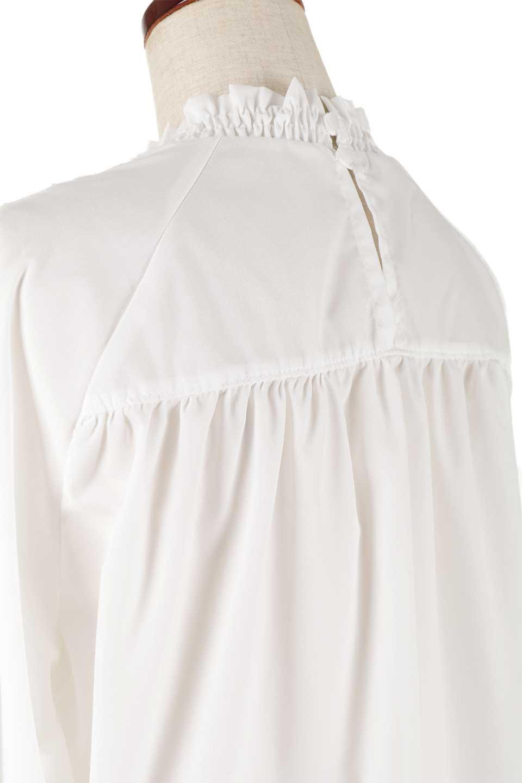 MacrameLaceBlouseマクラメレース切り替えブラウス大人カジュアルに最適な海外ファッションのothers(その他インポートアイテム)のトップスやシャツ・ブラウス。幾何学模様のマクラメレースが可愛い春ブラウス。キャンディースリーブのブラウスにギャザーのハイネックと胸元のレースを配して可愛らしく仕上げています。/main-12