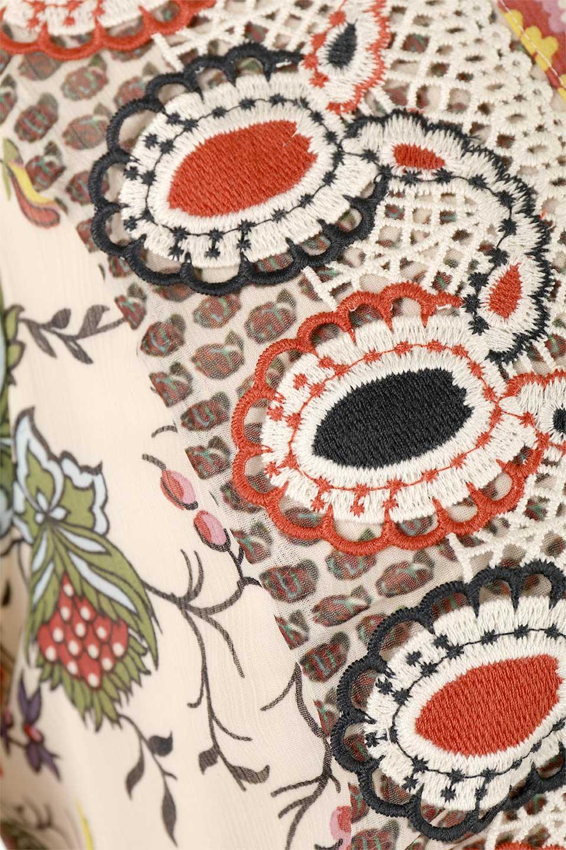 BohemianEmbroideredLongDressボヘミアン調刺繍入り・半袖ロングドレスfromDenmark大人カジュアルに最適な海外ファッションのothers(その他インポートアイテム)のワンピースやマキシワンピース。一目惚れのお客様多数のボヘミアン・ワンピース。全面のボタニカルプリントにエキゾチックな刺繍が目を引くワンピース。/main-14