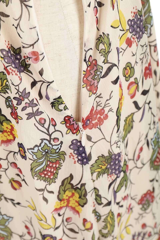 BohemianEmbroideredLongDressボヘミアン調刺繍入り・半袖ロングドレスfromDenmark大人カジュアルに最適な海外ファッションのothers(その他インポートアイテム)のワンピースやマキシワンピース。一目惚れのお客様多数のボヘミアン・ワンピース。全面のボタニカルプリントにエキゾチックな刺繍が目を引くワンピース。/main-17
