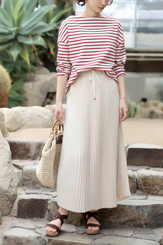 PleatedSkirtLongSkirtハイウエスト・プリーツロングスカート大人カジュアルに最適な海外ファッションのothers(その他インポートアイテム)のボトムやスカート。細めのアコーディオンプリーツがとてもきれいなロングスカート。Aラインのデザインですが広がりすぎない美しいシルエットです。/main-23