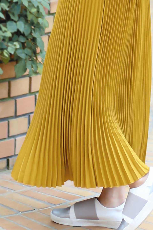 PleatedSkirtLongSkirtハイウエスト・プリーツロングスカート大人カジュアルに最適な海外ファッションのothers(その他インポートアイテム)のボトムやスカート。細めのアコーディオンプリーツがとてもきれいなロングスカート。Aラインのデザインですが広がりすぎない美しいシルエットです。/main-28