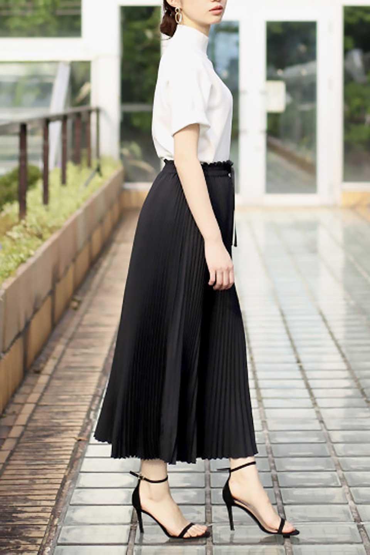 PleatedSkirtLongSkirtハイウエスト・プリーツロングスカート大人カジュアルに最適な海外ファッションのothers(その他インポートアイテム)のボトムやスカート。細めのアコーディオンプリーツがとてもきれいなロングスカート。Aラインのデザインですが広がりすぎない美しいシルエットです。/main-29