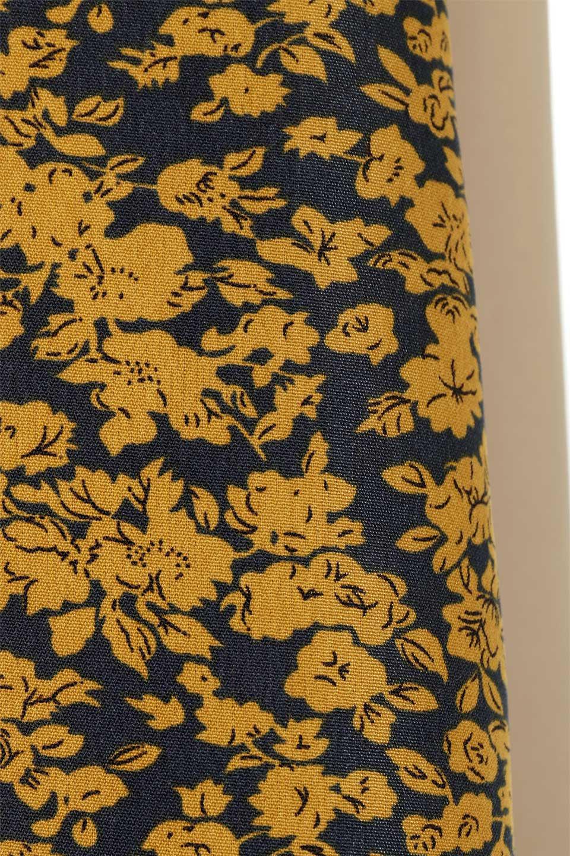 FloralPanelLongWrappedSkirt花柄切り替え・バイカラーラップスカート大人カジュアルに最適な海外ファッションのothers(その他インポートアイテム)のボトムやスカート。大胆な花柄の切り替えがアクセントのラップスカート。柔らかな素材でドレープ感が楽しめます。/main-14