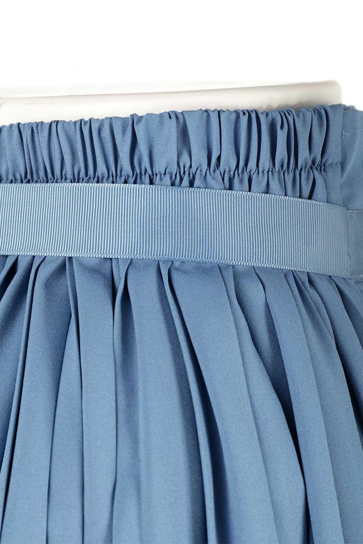 PleatedWrapSkirtプリーツ入り・ラップスカート大人カジュアルに最適な海外ファッションのothers(その他インポートアイテム)のボトムやスカート。柔らかく軽やかなポリエステル素材を使用したラッププリーツスカート。きれいなラインをキープしてくれる、程よいハリ感もおすすめポイントです。/main-17