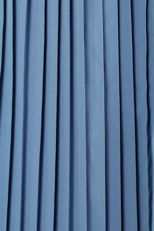 PleatedWrapSkirtプリーツ入り・ラップスカート大人カジュアルに最適な海外ファッションのothers(その他インポートアイテム)のボトムやスカート。柔らかく軽やかなポリエステル素材を使用したラッププリーツスカート。きれいなラインをキープしてくれる、程よいハリ感もおすすめポイントです。/main-20