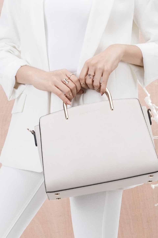 meliebiancoのEileen(Bone)ゴールドハンドル・ハンドバッグ/海外ファッション好きにオススメのインポートバッグとかばん、MelieBianco(メリービアンコ)のバッグやハンドバッグ。仕事用としても使える上品ハンドバッグ。手頃なサイズ感で広めのマチが嬉しいバッグです。/main-14