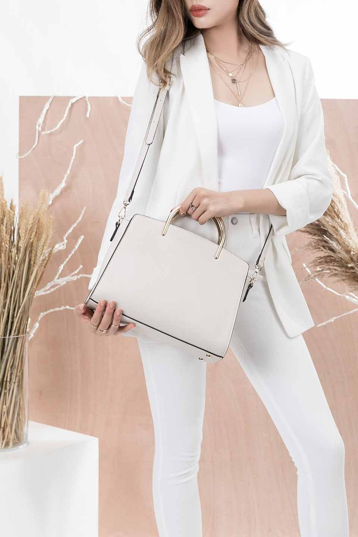 meliebiancoのEileen(Bone)ゴールドハンドル・ハンドバッグ/海外ファッション好きにオススメのインポートバッグとかばん、MelieBianco(メリービアンコ)のバッグやハンドバッグ。仕事用としても使える上品ハンドバッグ。手頃なサイズ感で広めのマチが嬉しいバッグです。/main-15