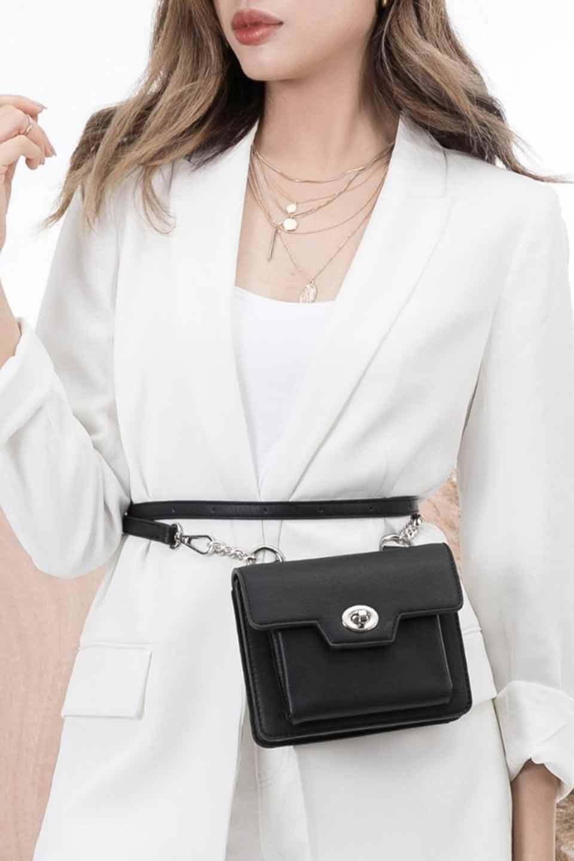meliebiancoのLara(Black)ロングストラップ・スクエアショルダーバッグ/海外ファッション好きにオススメのインポートバッグとかばん、MelieBianco(メリービアンコ)のバッグやハンドバッグ。ミニバッグはカワイイけど財布が入らない・・・このバッグならお財布は要りません。コンパクトなボディにカードホルダーなどを備えたスグレモノです。/main-12