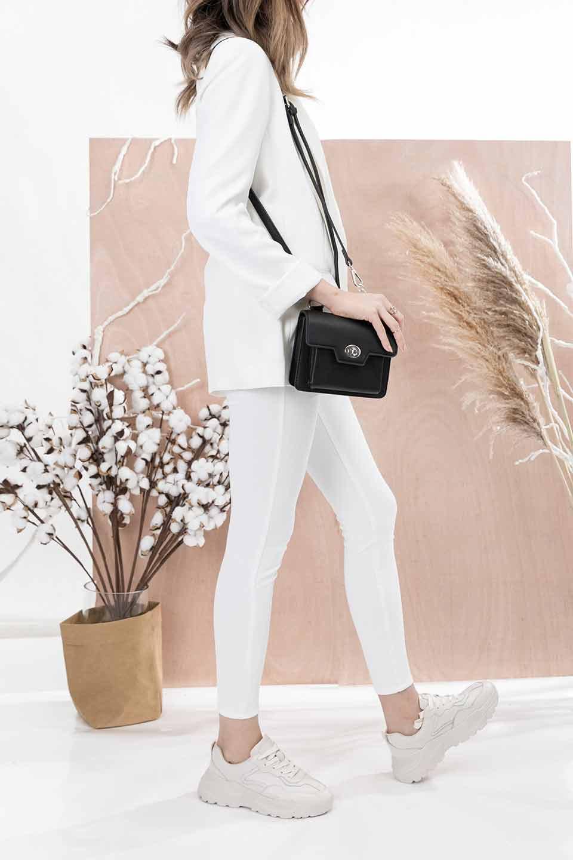 meliebiancoのLara(Black)ロングストラップ・スクエアショルダーバッグ/海外ファッション好きにオススメのインポートバッグとかばん、MelieBianco(メリービアンコ)のバッグやハンドバッグ。ミニバッグはカワイイけど財布が入らない・・・このバッグならお財布は要りません。コンパクトなボディにカードホルダーなどを備えたスグレモノです。/main-13