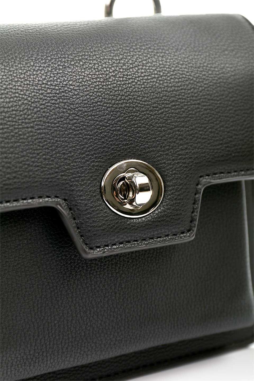 meliebiancoのLara(Black)ロングストラップ・スクエアショルダーバッグ/海外ファッション好きにオススメのインポートバッグとかばん、MelieBianco(メリービアンコ)のバッグやハンドバッグ。ミニバッグはカワイイけど財布が入らない・・・このバッグならお財布は要りません。コンパクトなボディにカードホルダーなどを備えたスグレモノです。/main-7