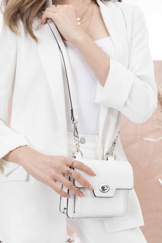 meliebiancoのLara(White)ロングストラップ・スクエアショルダーバッグ/海外ファッション好きにオススメのインポートバッグとかばん、MelieBianco(メリービアンコ)のバッグやハンドバッグ。ミニバッグはカワイイけど財布が入らない・・・このバッグならお財布は要りません。コンパクトなボディにカードホルダーなどを備えたスグレモノです。/main-11