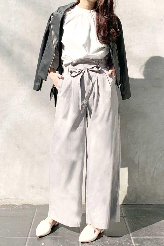 RibbonTiedWideLegPantsレーヨン混・リボンワイドパンツ大人カジュアルに最適な海外ファッションのothers(その他インポートアイテム)のボトムやパンツ。春らしいソフトな風合いの生地を使用したワイドパンツ。レーヨン混のサラリとした風合いのワイドパンツ。/main-17