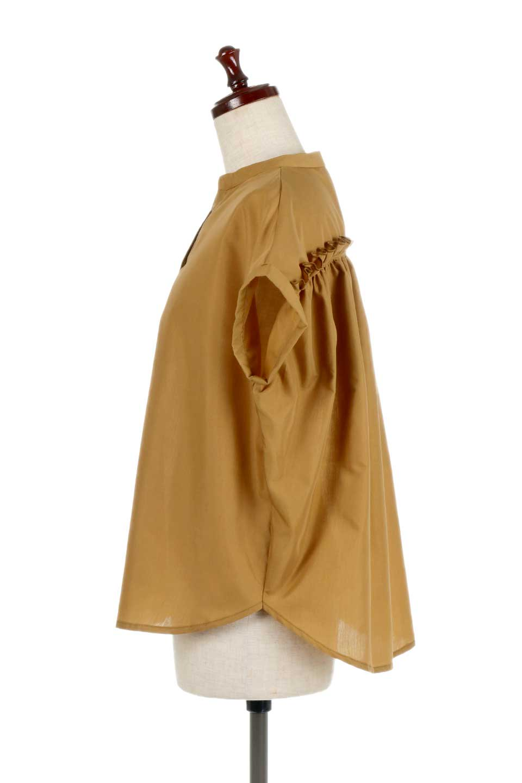 BackGatheredLoseBlouseバックギャザー・半袖ブラウス大人カジュアルに最適な海外ファッションのothers(その他インポートアイテム)のトップスやシャツ・ブラウス。春の装いにピッタリの大きめブラウス。背中のギャザーがバックスタイルを可愛く見せてくれます。/main-12