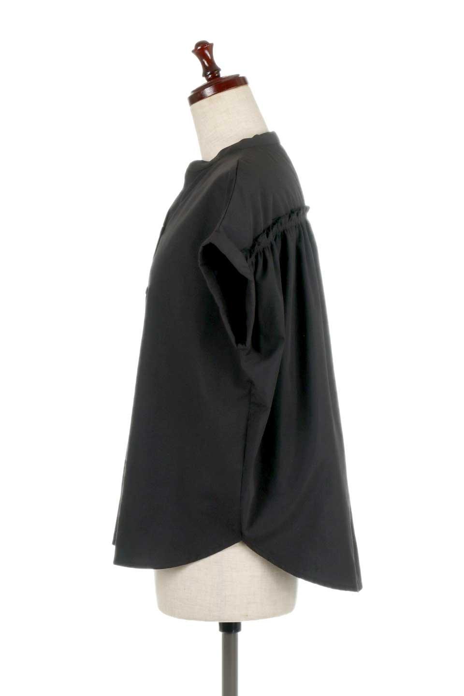 BackGatheredLoseBlouseバックギャザー・半袖ブラウス大人カジュアルに最適な海外ファッションのothers(その他インポートアイテム)のトップスやシャツ・ブラウス。春の装いにピッタリの大きめブラウス。背中のギャザーがバックスタイルを可愛く見せてくれます。/main-17