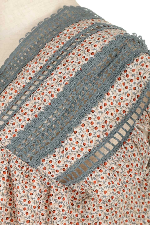 LaceShoulderFloralBlouse小花柄レーステープブラウス大人カジュアルに最適な海外ファッションのothers(その他インポートアイテム)のトップスやシャツ・ブラウス。レースの襟がポイントのプルオーバーブラウス。スクエア型のユニークなシルエットはインでもアウトでも合わせやすいデザイン。/main-19
