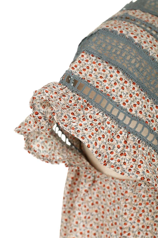 LaceShoulderFloralBlouse小花柄レーステープブラウス大人カジュアルに最適な海外ファッションのothers(その他インポートアイテム)のトップスやシャツ・ブラウス。レースの襟がポイントのプルオーバーブラウス。スクエア型のユニークなシルエットはインでもアウトでも合わせやすいデザイン。/main-20