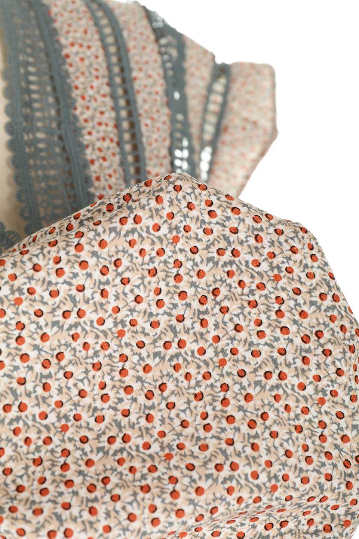 LaceShoulderFloralBlouse小花柄レーステープブラウス大人カジュアルに最適な海外ファッションのothers(その他インポートアイテム)のトップスやシャツ・ブラウス。レースの襟がポイントのプルオーバーブラウス。スクエア型のユニークなシルエットはインでもアウトでも合わせやすいデザイン。/main-21