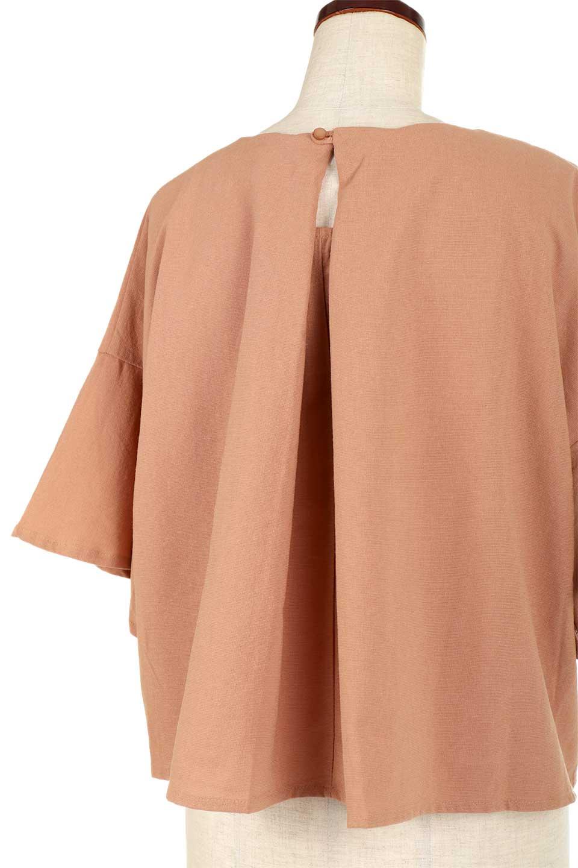 BackTuckFlareSleeveBlouseバックタック・フレアスリーブブラウス大人カジュアルに最適な海外ファッションのothers(その他インポートアイテム)のトップスやシャツ・ブラウス。サラリとしたリネン風の生地が涼し気なブラウス。広めのフレアスリーブとタックの入った身頃がボリューミーなアイテム。/main-19