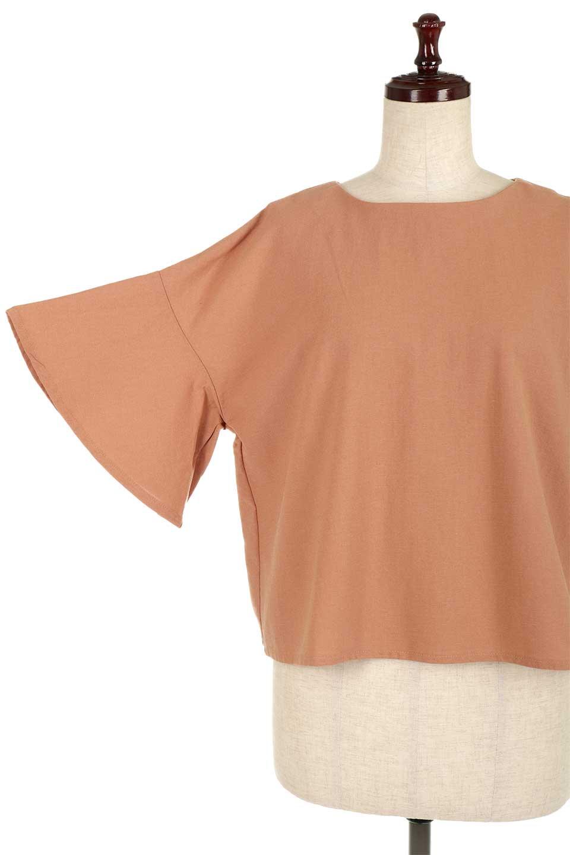 BackTuckFlareSleeveBlouseバックタック・フレアスリーブブラウス大人カジュアルに最適な海外ファッションのothers(その他インポートアイテム)のトップスやシャツ・ブラウス。サラリとしたリネン風の生地が涼し気なブラウス。広めのフレアスリーブとタックの入った身頃がボリューミーなアイテム。/main-20