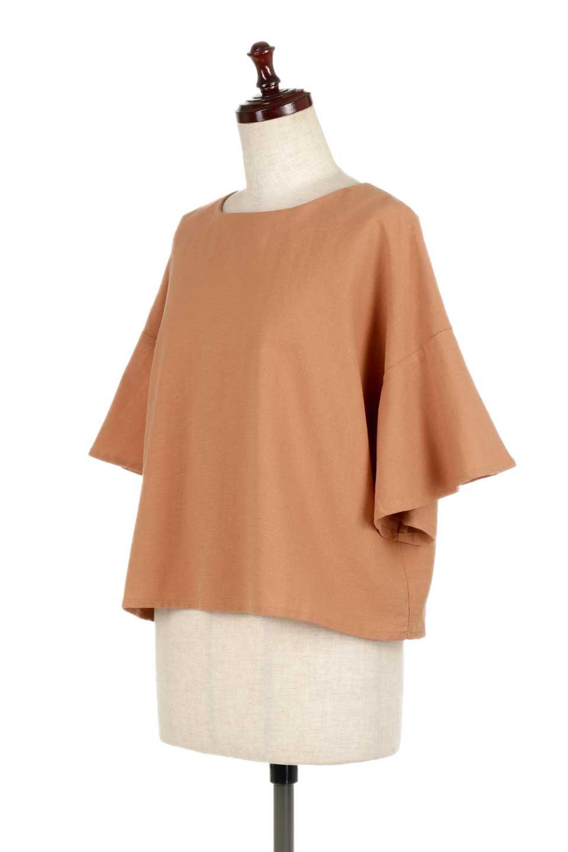 BackTuckFlareSleeveBlouseバックタック・フレアスリーブブラウス大人カジュアルに最適な海外ファッションのothers(その他インポートアイテム)のトップスやシャツ・ブラウス。サラリとしたリネン風の生地が涼し気なブラウス。広めのフレアスリーブとタックの入った身頃がボリューミーなアイテム。/main-6